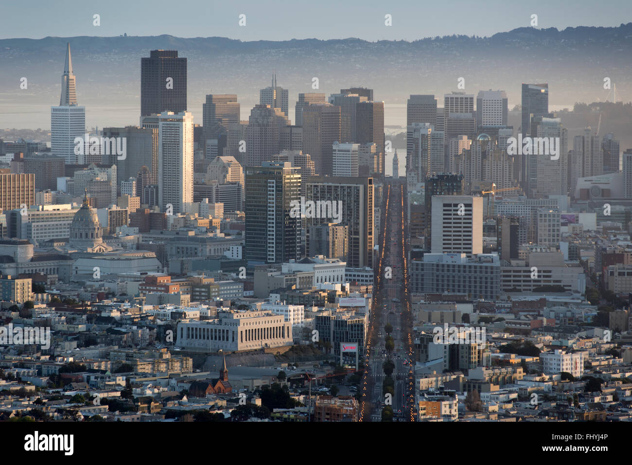 Downtown and financial district of San Francisco, as seen from Twin Peaks, early morning. California, United States - Stock Image