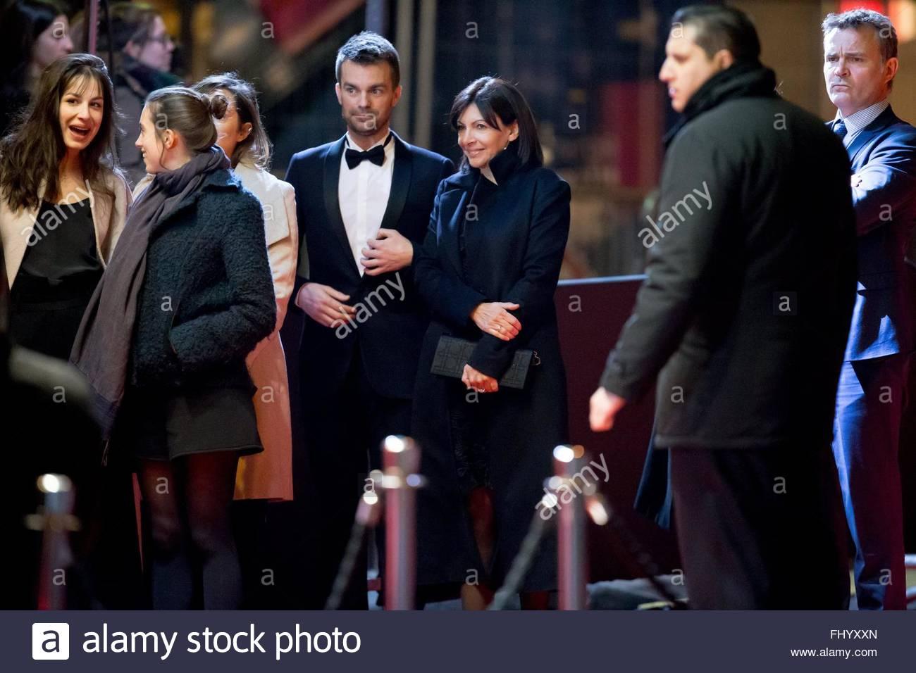 Paris, France. February 26th, 2016. FRANCE, Paris: Mayor of Paris Anne Hidalgo (3rdR) walks on the red carpet of - Stock Image