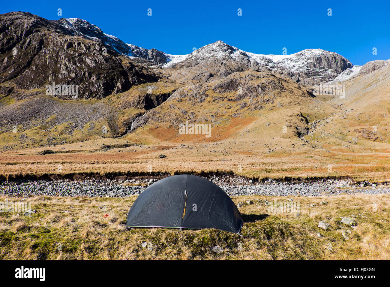 winter wild camp on Great Moss in the Upper Esk valley, Lake District, Cumbria, UK, below the Scafell massif - Stock Image