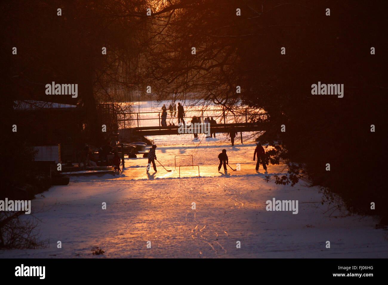Impressionen: Februar 2012: Seit ueber 2 Wochen hat der Winter Deutschland fest im Griff, mit Tempraraturen bis - Stock Image