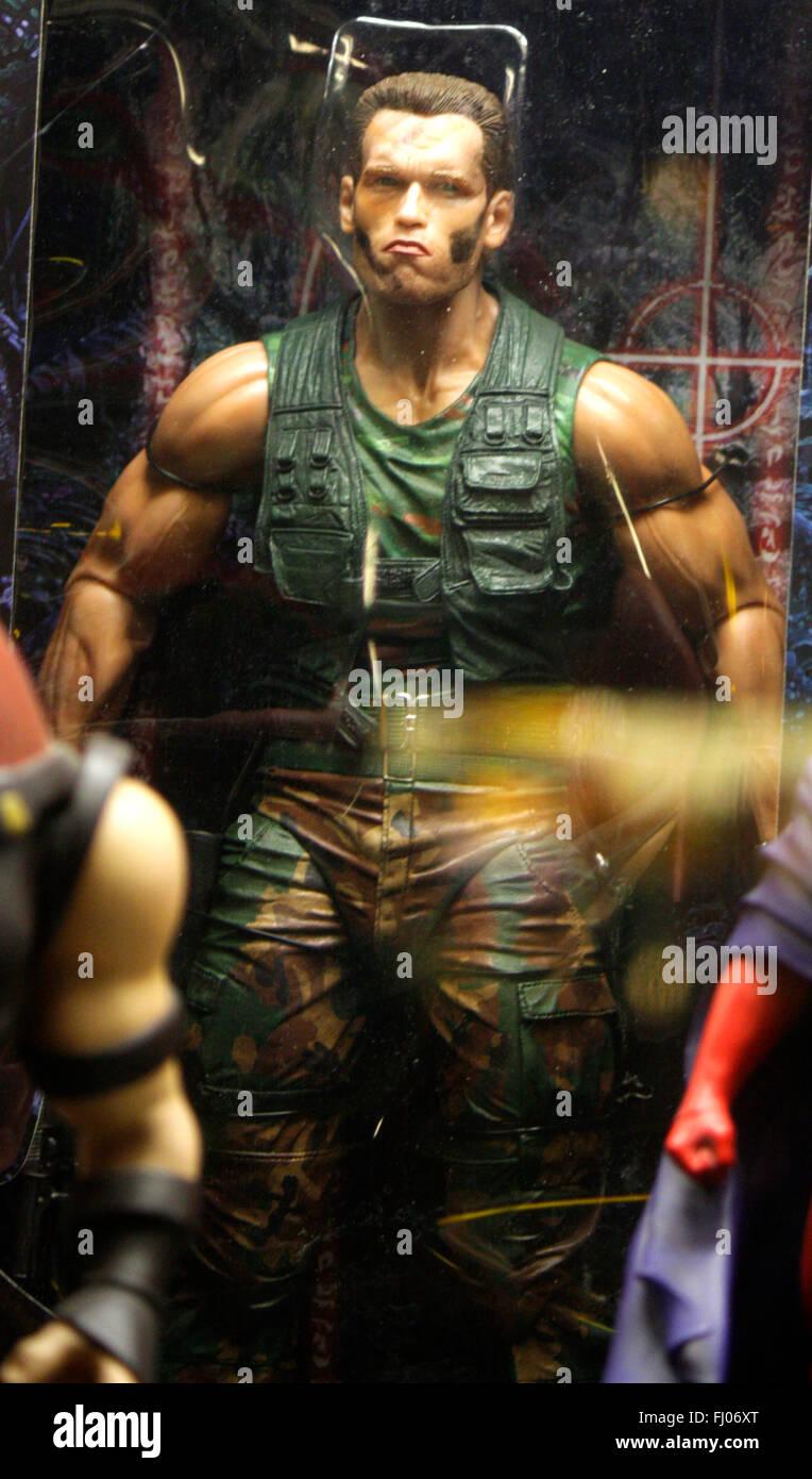 Figur des 'Predator' aus dem gleichnamigen Spielfilm (gespielt von Arnold Schwarzenegger), Berlin. - Stock Image