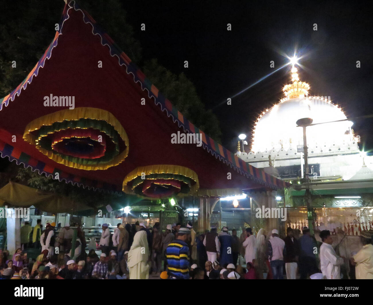 Ajmer sharif stock photos ajmer sharif stock images alamy india ajmer devotees offer prayers at the ajmer sharif shrine in ajmer on february altavistaventures Choice Image
