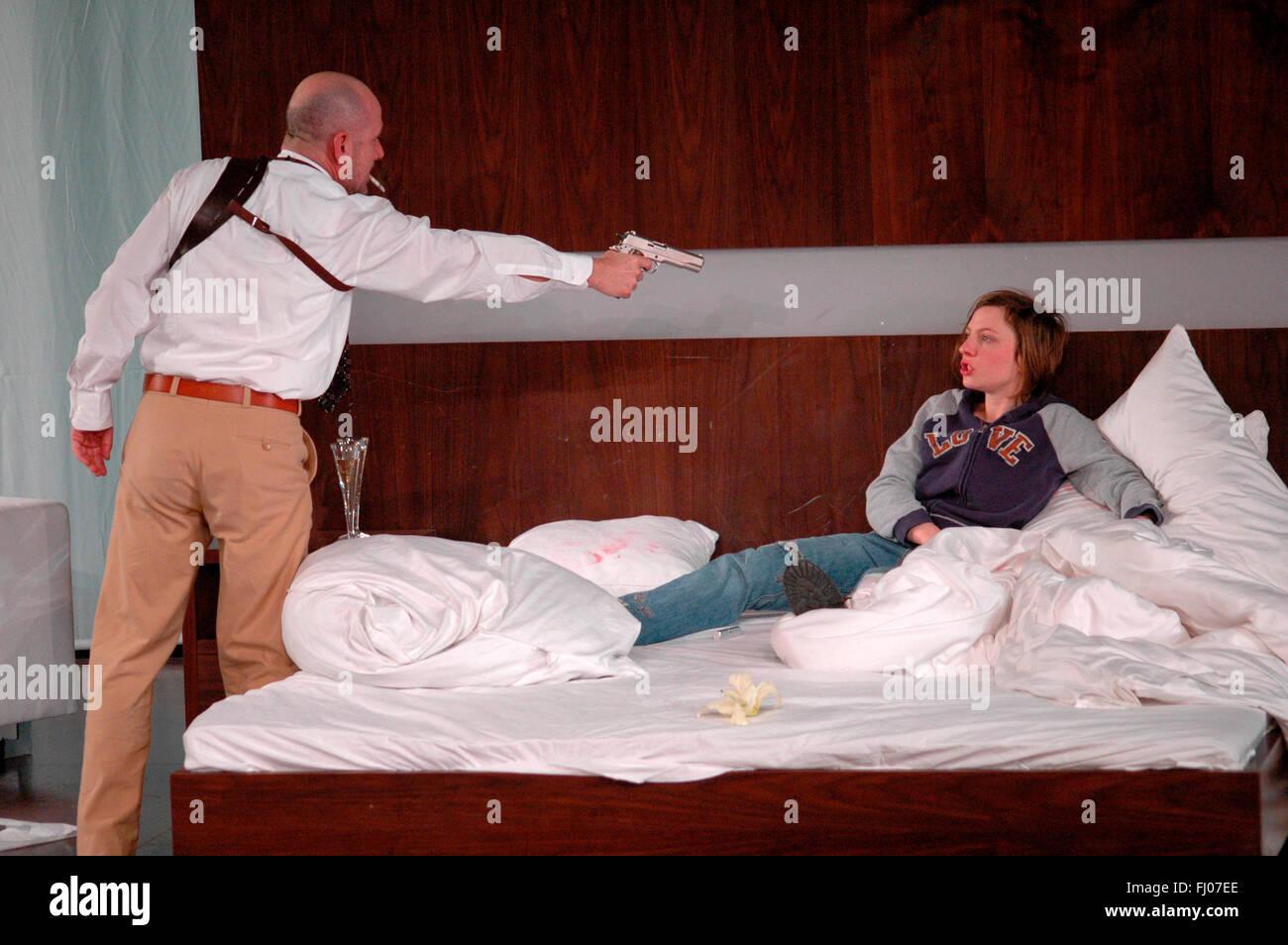 Ulrich Muehe, Katharina Schuettler - Theaterproduktion 'Zerbombt' (nach einem Text von Sarah Kane, Regie: - Stock Image