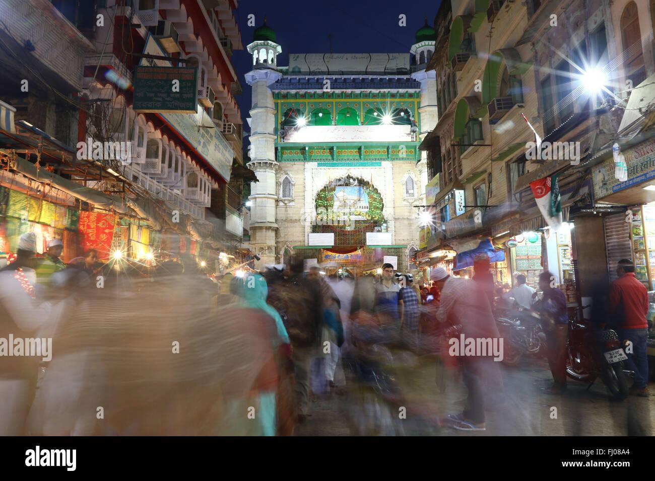 Khwaja moinuddin chishti stock photos khwaja moinuddin chishti nizam gate at dargah tomb of sufi saint hazrat khwaja gharib altavistaventures Choice Image