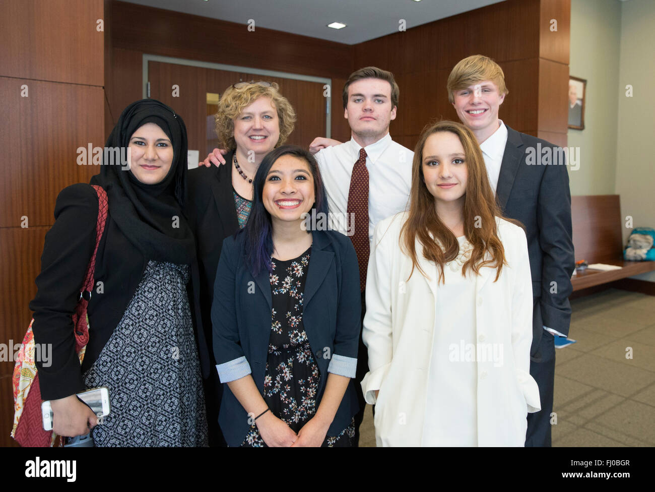 High school students serving as prosecuting attorneys in mock trial pose with teacher outside courtroom in San Marcos - Stock Image