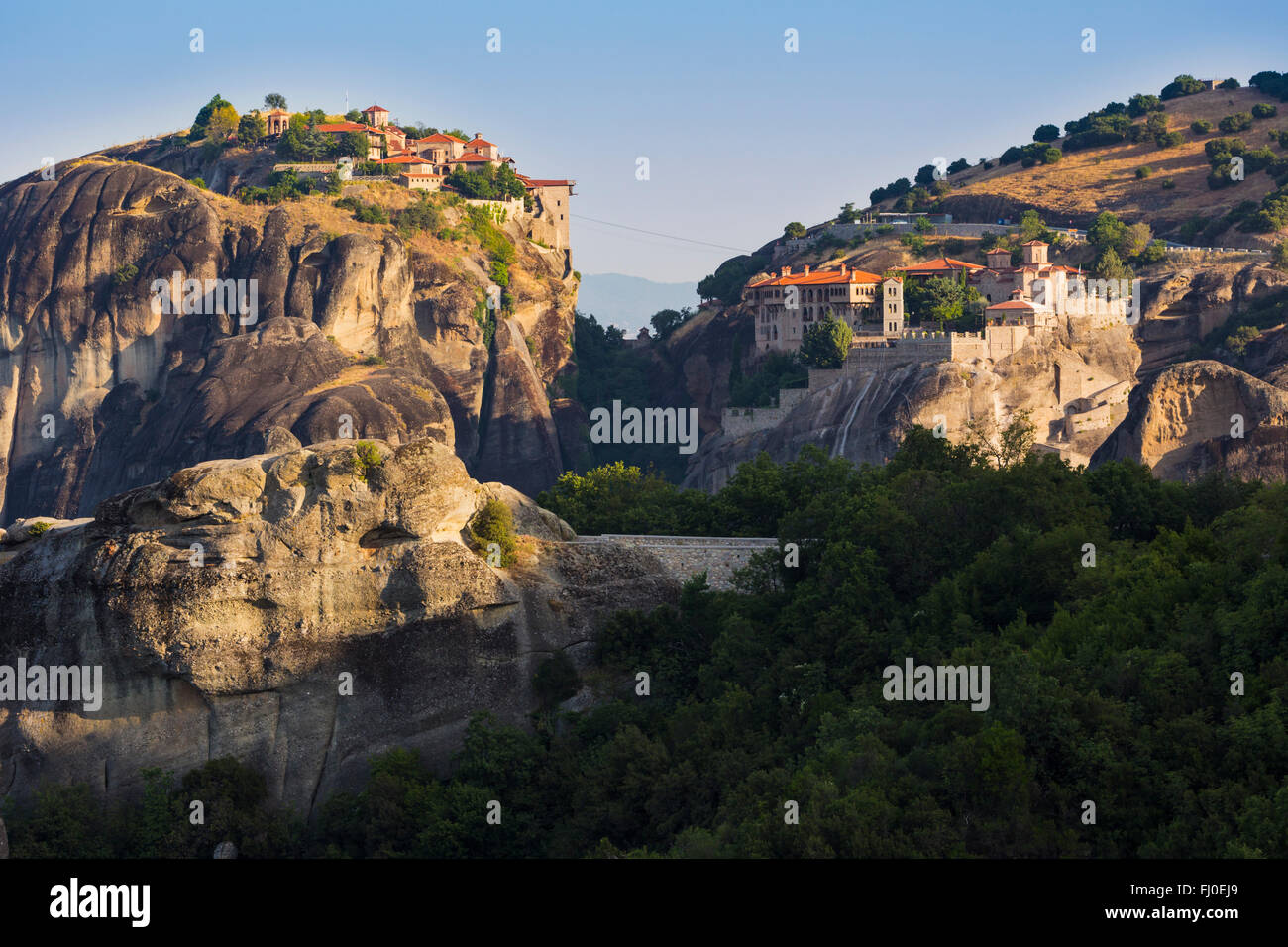 Meteora, Thessaly, Greece.  Varlaam monastery (left) and The Great Meteora monastery (right). - Stock Image
