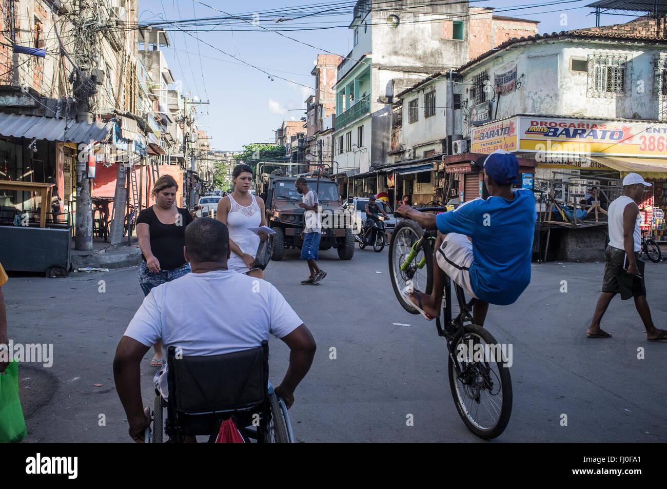 Daily life and Army occupation of Complexo da Maré, a deprived slum area near the Rio de Janeiro International - Stock Image