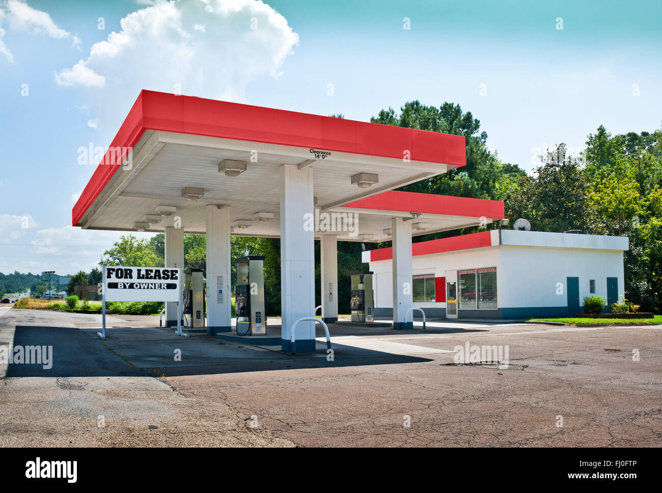 Bankrupt Gasoline Station Convenience Store - Stock Image