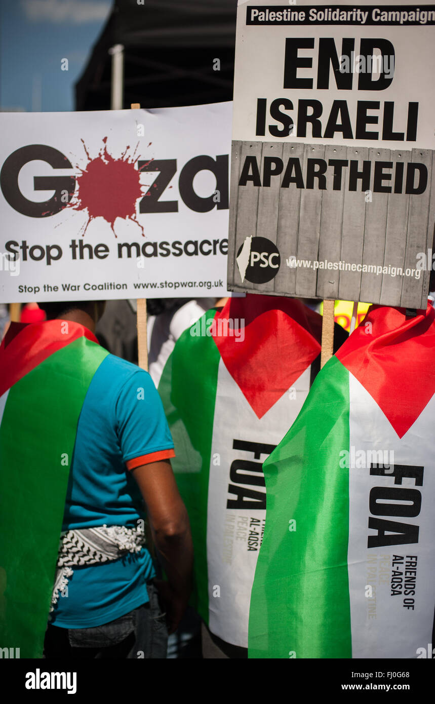 Pro-Palestinian placards and flags, rally for Gaza, London, Aug 9, 2014 - Stock Image