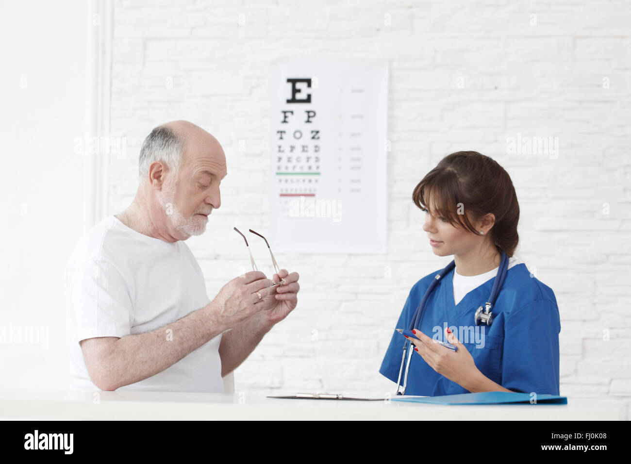 Doctor making vision test for new glasses - Stock Image