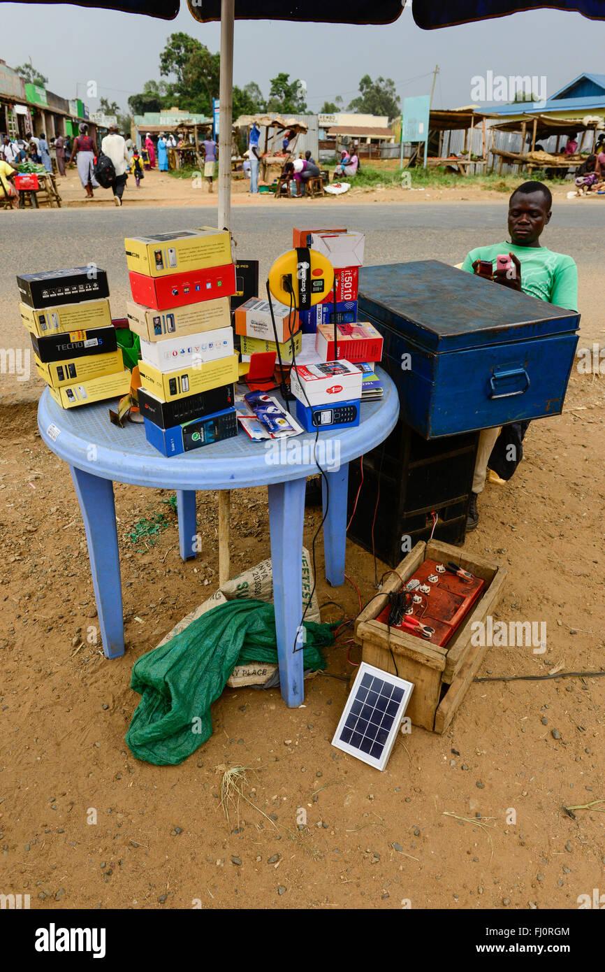 KENYA, Bukura, street vendoor selling mobile phones andre charges phones with car battery and PV module / KENIA, - Stock Image