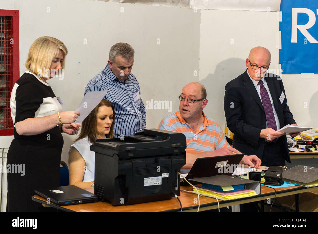 Ballincollig, Ireland. 27th February, 2016. Cork North West Returning Officer, Sinead McNamara consults with colleagues Stock Photo