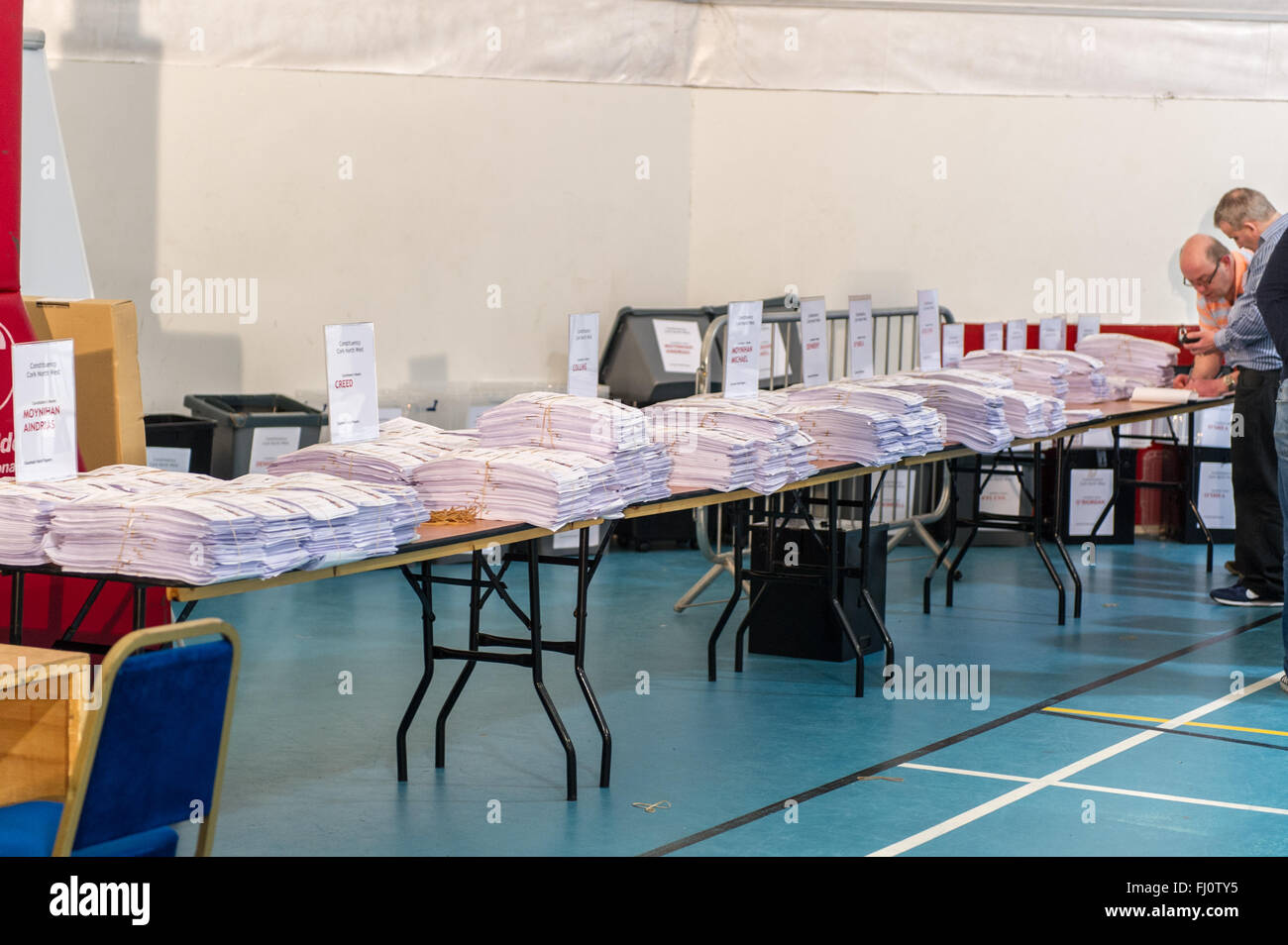 Ballincollig, Ireland. 27th February, 2016. Thousands of voting slips sit on tables waiting for the second count - Stock Image