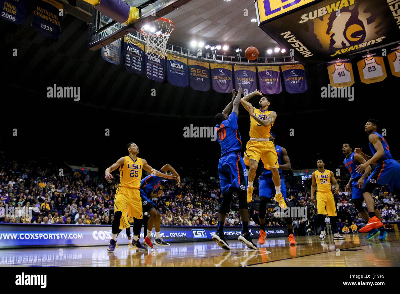 Baton Rouge, LA, USA. 27th Feb, 2016. LSU Tigers guard Josh Gray (5) shoots a jumpshot during an NCAA basketball - Stock Image