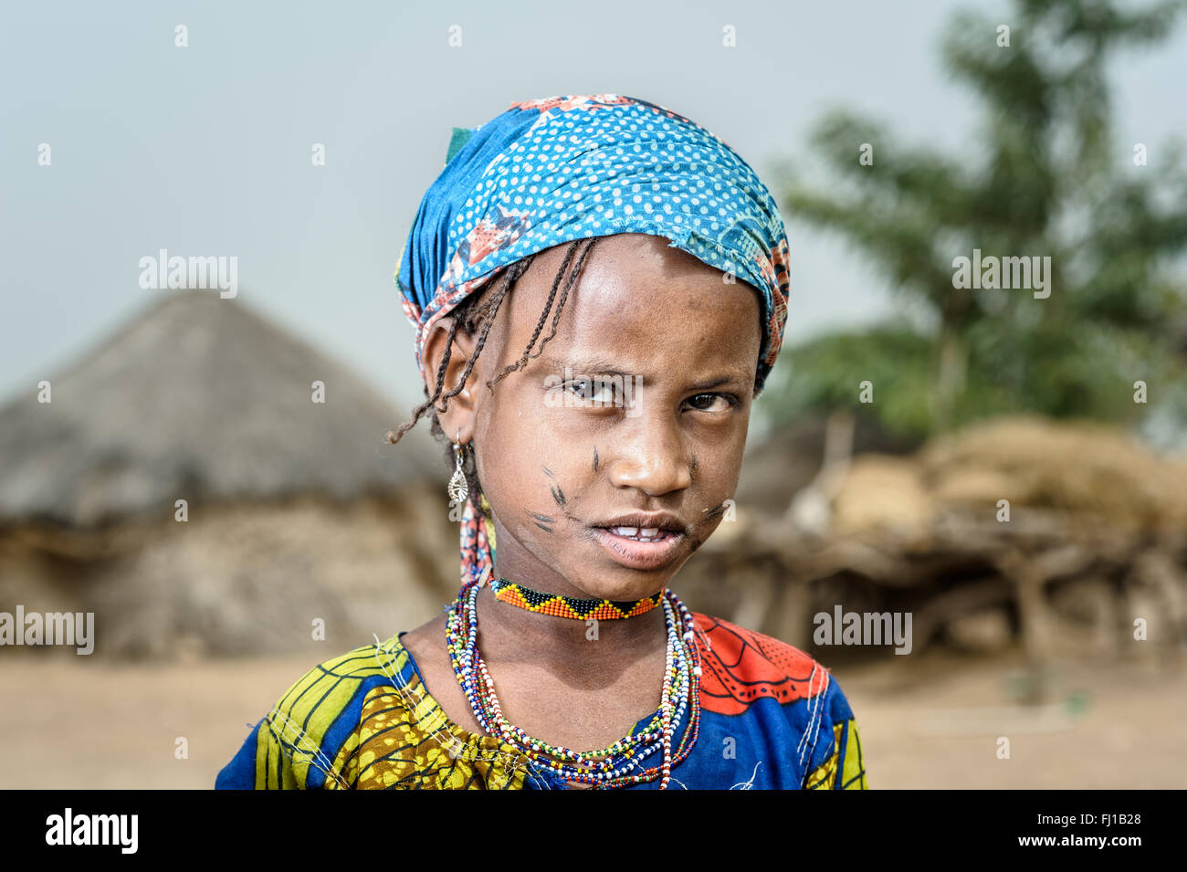 Portrait of a Mbororo girl from Cameroon wearing the beggining of the typical scarifications of this tribe on her - Stock Image
