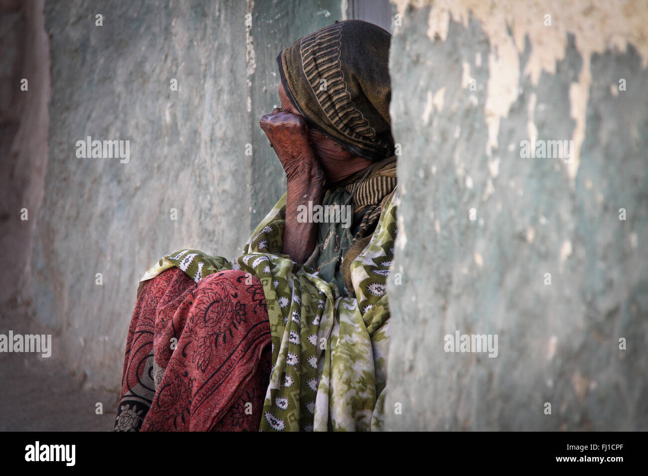 Woman beggar in the streets of Harar , Ethiopia , with Meadow - Stock Image