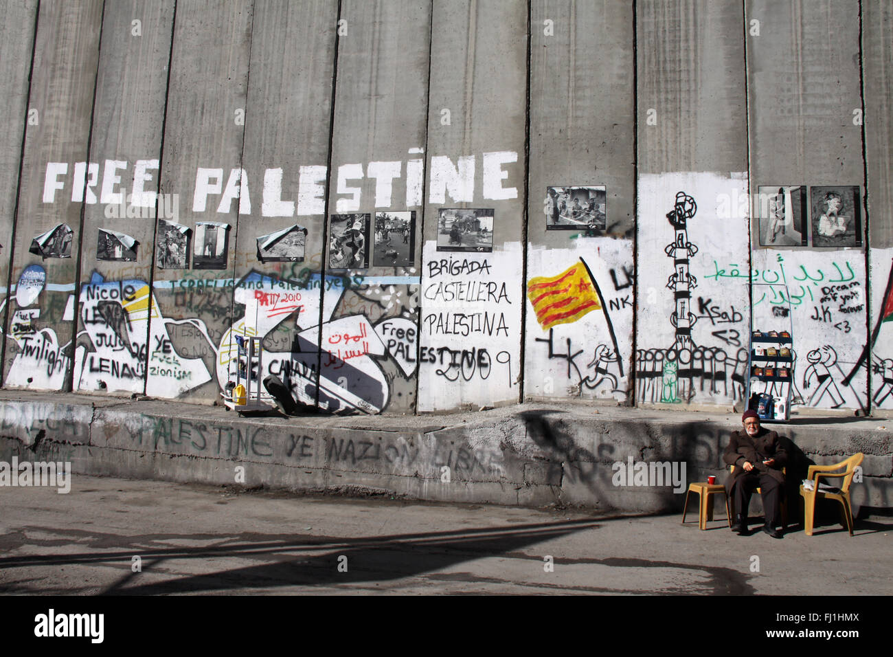 'Free Palestine' painting on the separation wall - Bethlehem checkpoint 300 and separation  wall - Stock Image