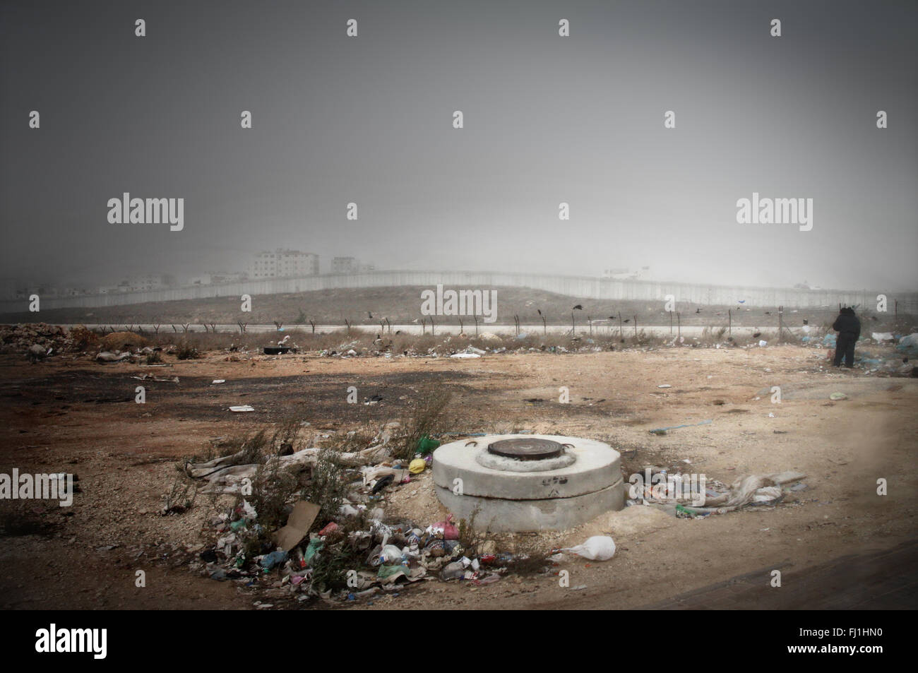 Separation wall near Qalandia checkpoint Jerusalem - Palestine - palestinian occupied territories - people and places - Stock Image