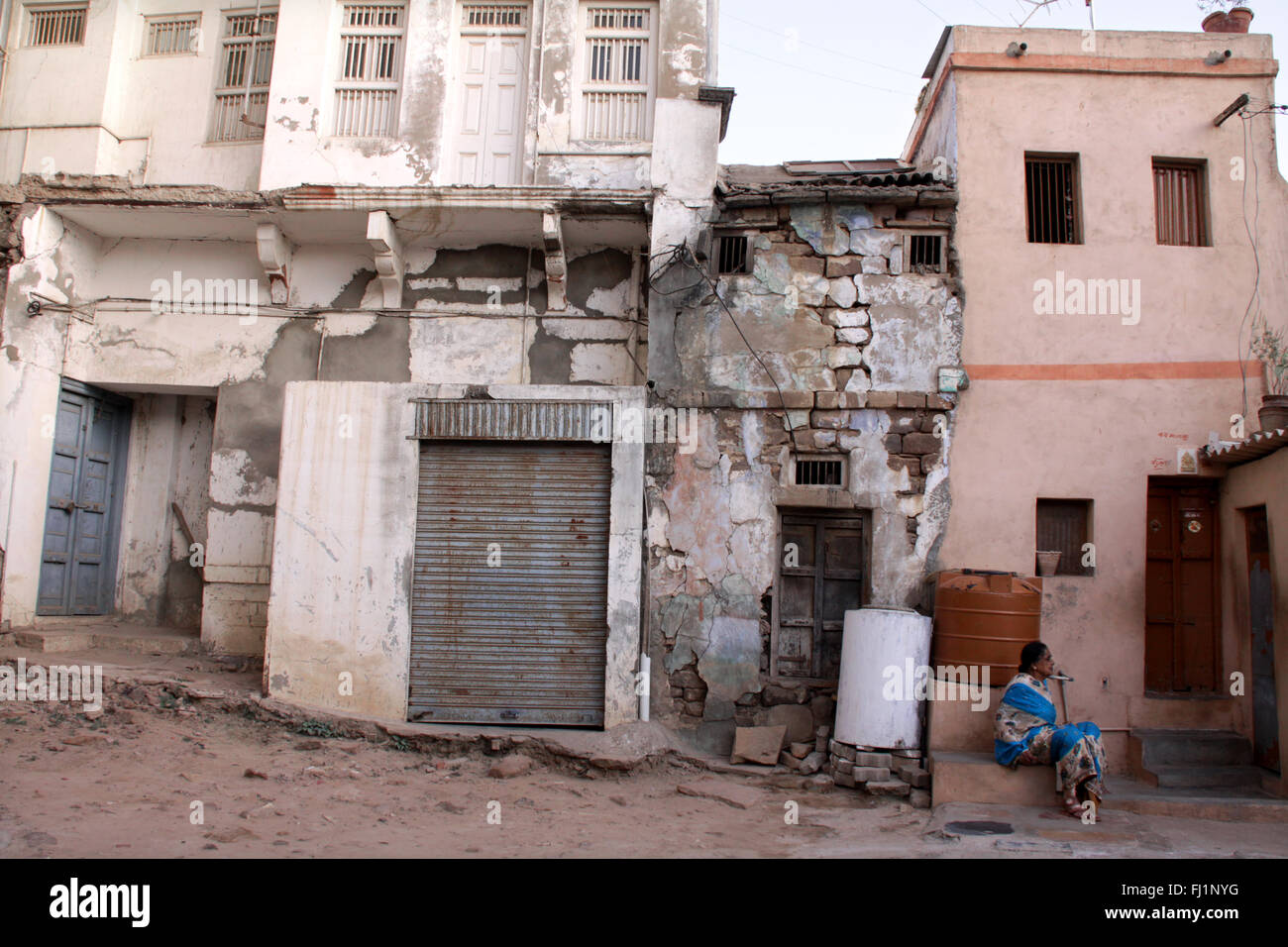 Old dilapidated abandoned houses in Bhuj, Gujarat - traces of earthquake - India - Stock Image