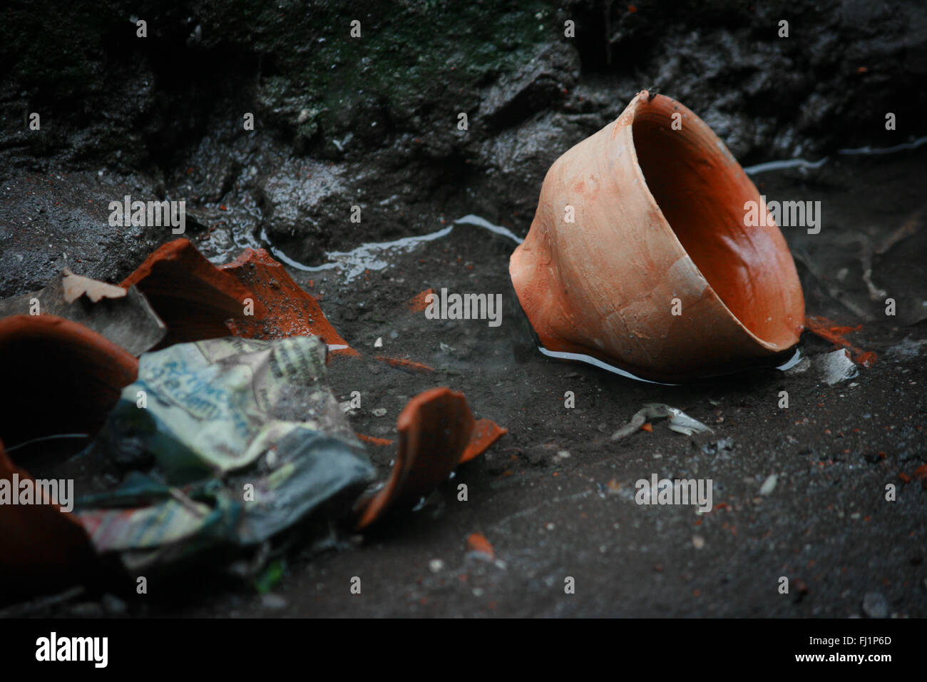 Used terracotta tea cups for tea in the dirt in the streets of Kolkata , India - Stock Image