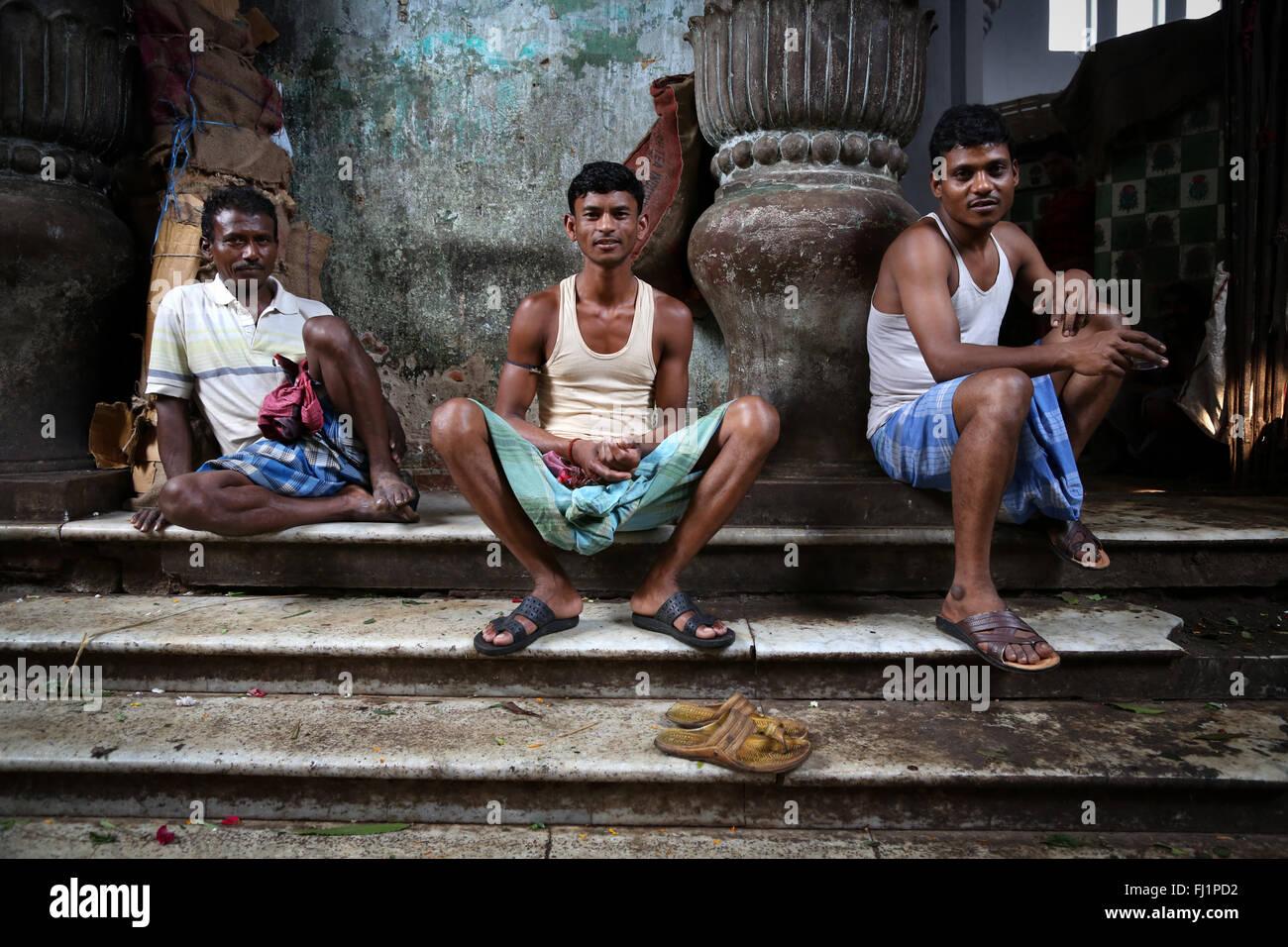 Flower sellers at the Kolkata Mullick ghat flower market , India - Stock Image