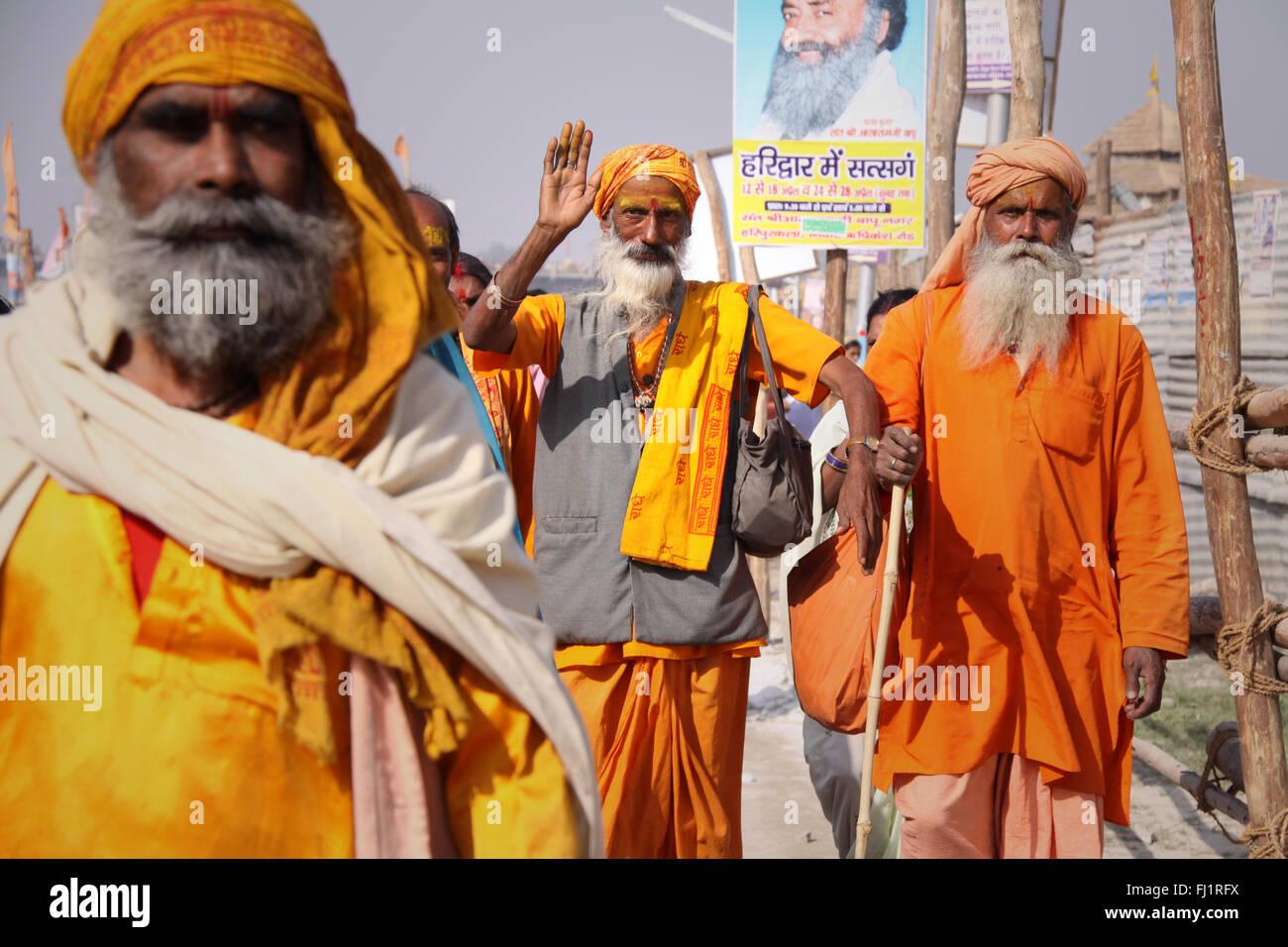 Sadhus (hindu holy men)  in Haridwar with safran colored clothes during Kumbh mela 2010 - Stock Image