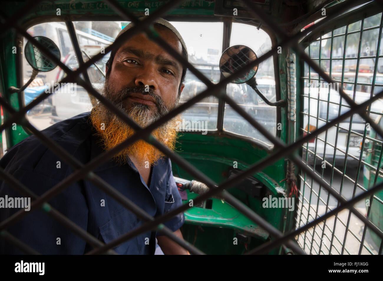 Cab taxi rickshaw driver in Dhaka, Bangladesh - Stock Image