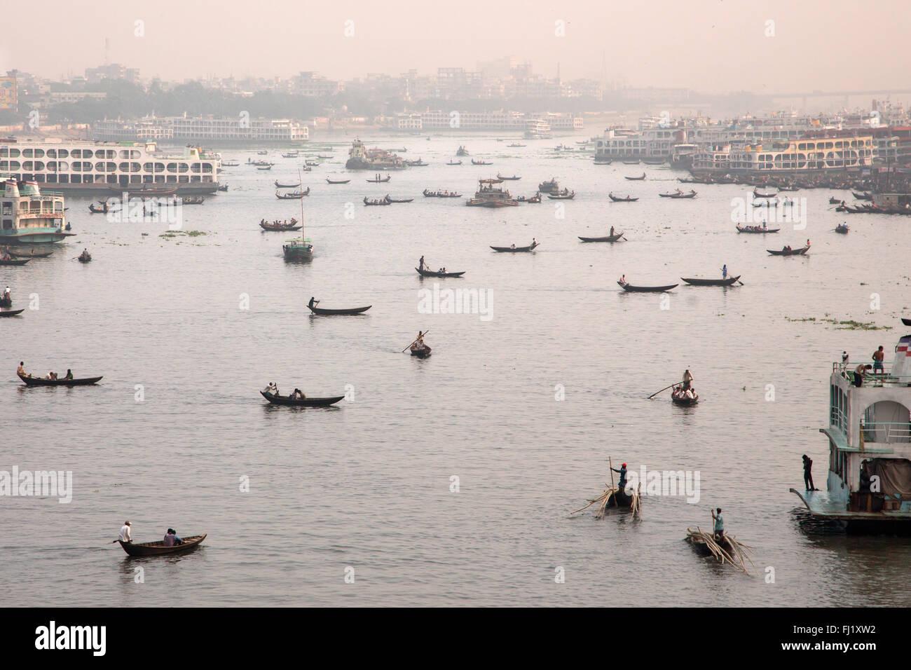 Sadarghat harbor - Dhaka, Bangladesh  - landscape with boats - Stock Image