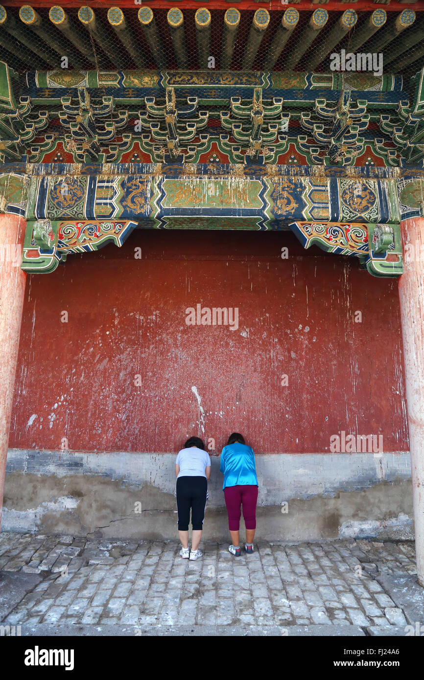 Two women praying inside the Inside the Erdene Zuu monastery , Mongolia - Stock Image