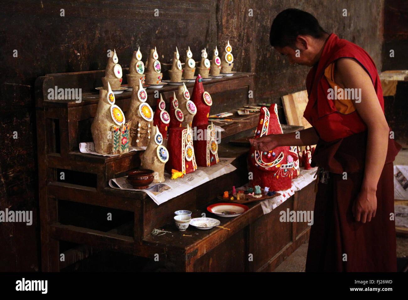 Monk making statues at Gyantse monastery, Tibet - Stock Image