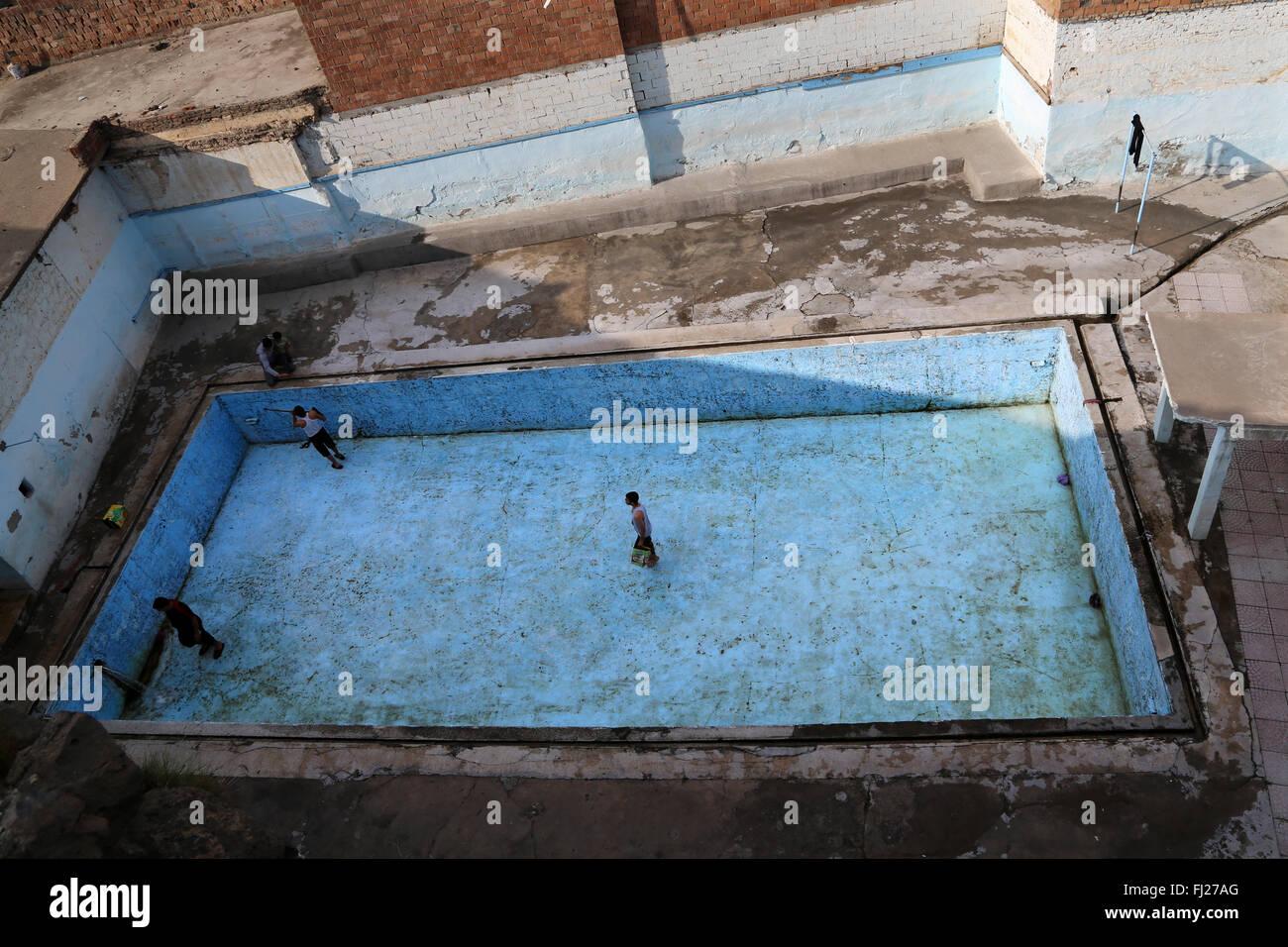 Empty Abandoned Swimming Pool In Diyarbakir Eastern Turkey Stock Photo Alamy