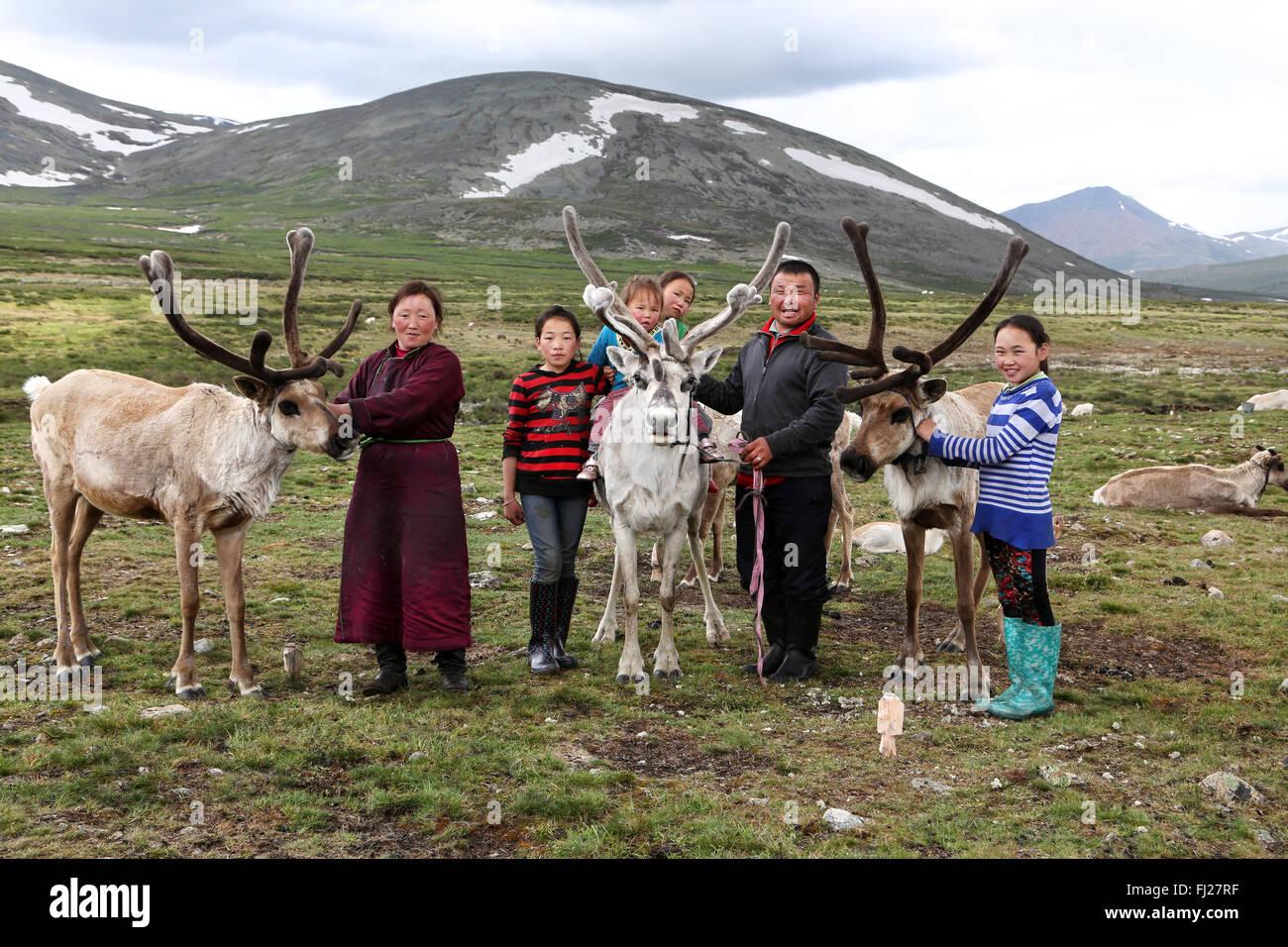 Tsaatan Dukha family , nomadic reindeer herders , Mongolia - Stock Image