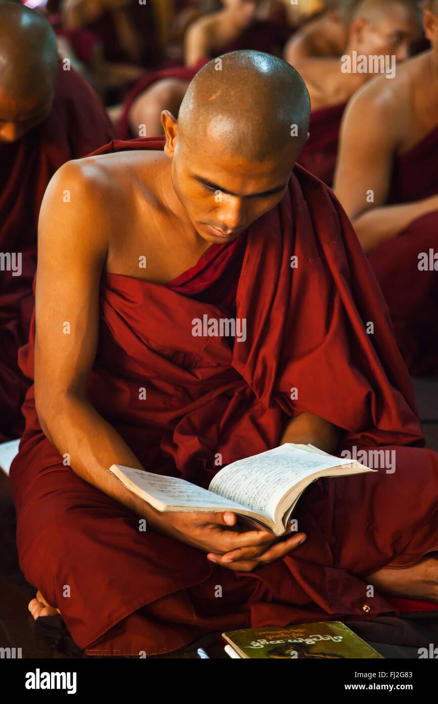 BUDDHIST MONKS study the scriptures at KHA KHAT WAIN KYAUNG - BAGO, MYANMAR - Stock Image