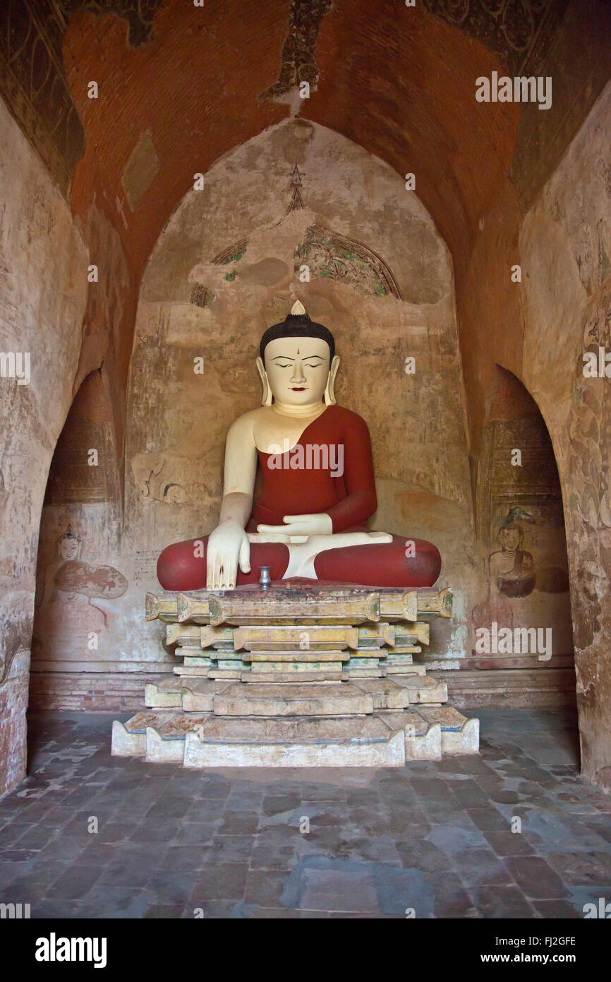 BUDDHA STATUES inside SULAMANI TEMPLE which was built in 1183 by Narapatisithu - BAGAN, MYANMAR Stock Photo