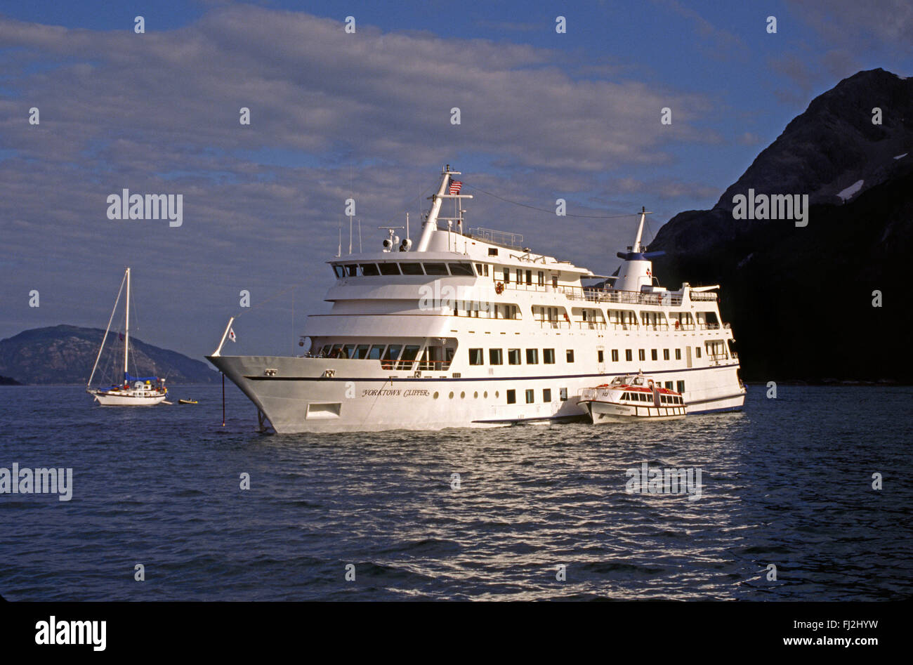 Passenger vessel participating in the rescue operation of the YORKTOWN CLIPPER - GLACIER BAY, ALASKA - Stock Image