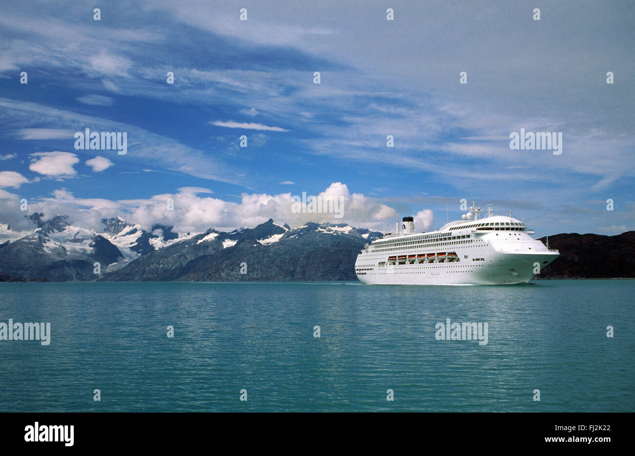 A P&O CRUISE SHIP plies the waters of GLACIER BAY NATIONAL PARK - ALASKA - Stock Image
