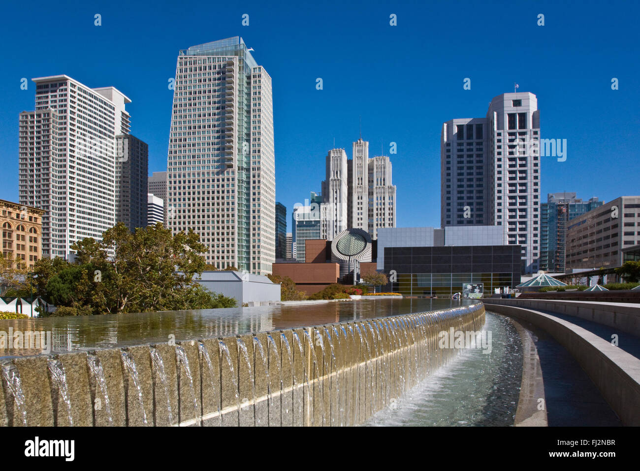 MARTIN LUTHER KING MEMORIAL WATER FOUNTAIN and the San Francisco Modern Art Museum from the YERBA BUENA CENTER  - Stock Image