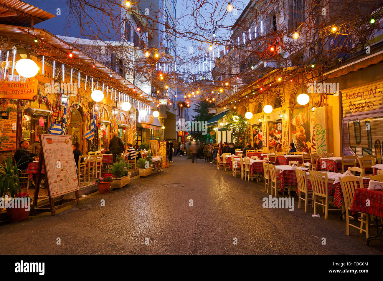 Restaurants and coffee shops in Psirri neighborhood near Heroes' square, Athens. - Stock Image