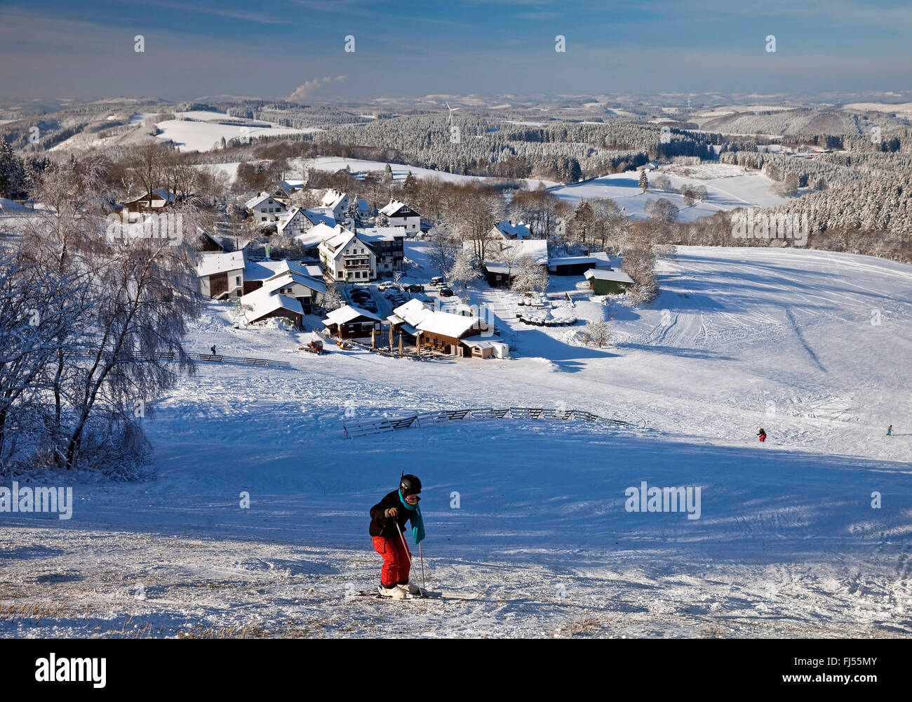 skier on a ski piste of Wildewiese, Germany, North Rhine-Westphalia, Sauerland, Sundern - Stock Image