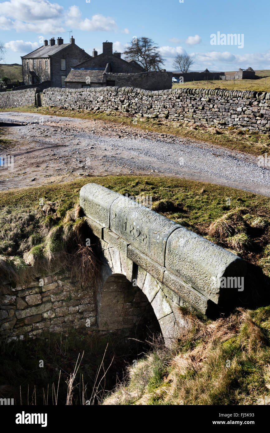 Grassington Moor lead mines at Yarnbury, North Yorkshire, UK. Foreground is an inclined shaft and to the rear Yarnbury - Stock Image