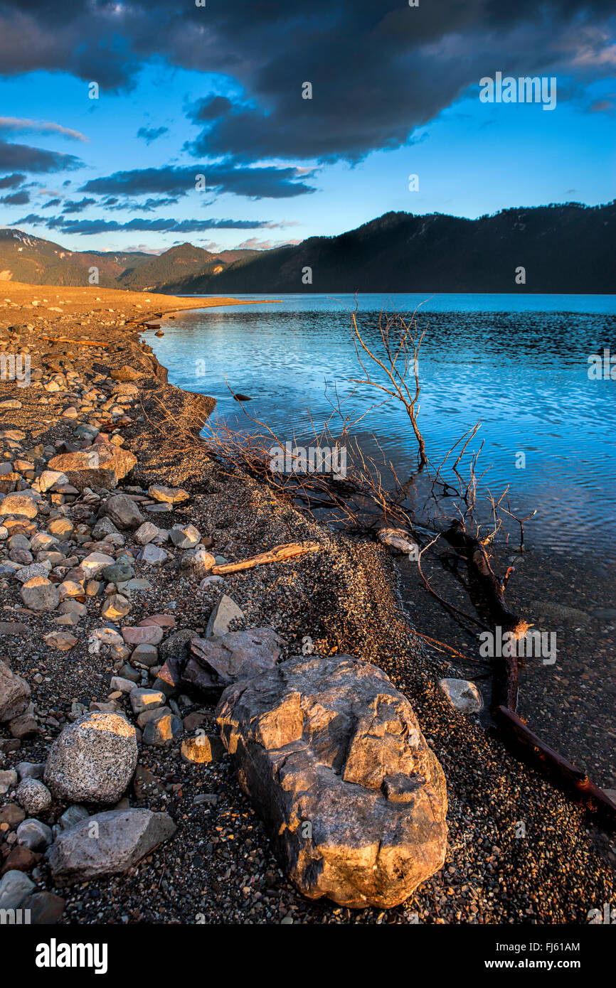 The rocky shoreline of Lake Pend Oreille near Bayview, Idaho. - Stock Image