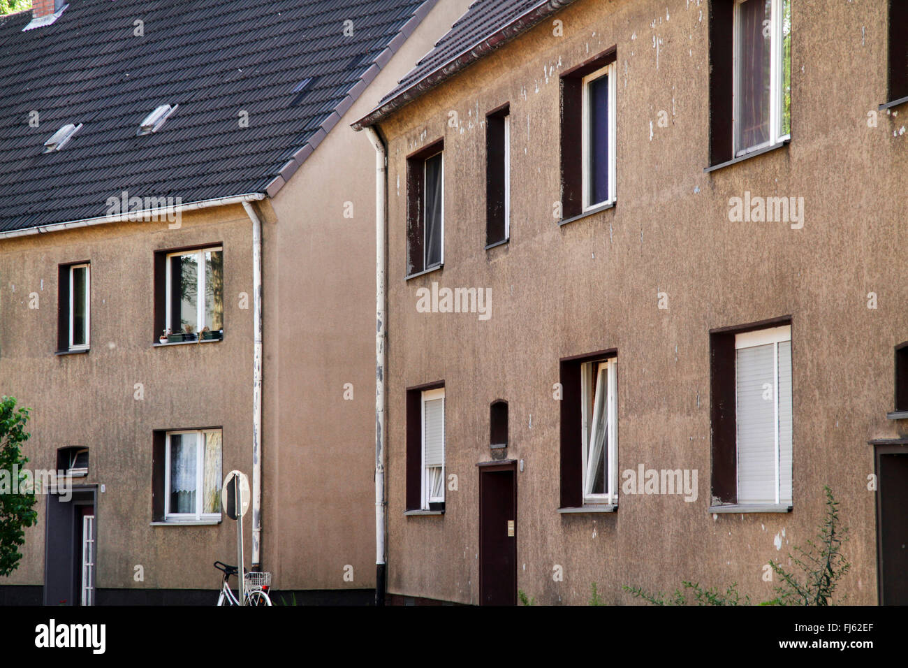 old tenement houses in the Ruhr area, Germany, North Rhine-Westphalia, Ruhr Area, Bottrop - Stock Image