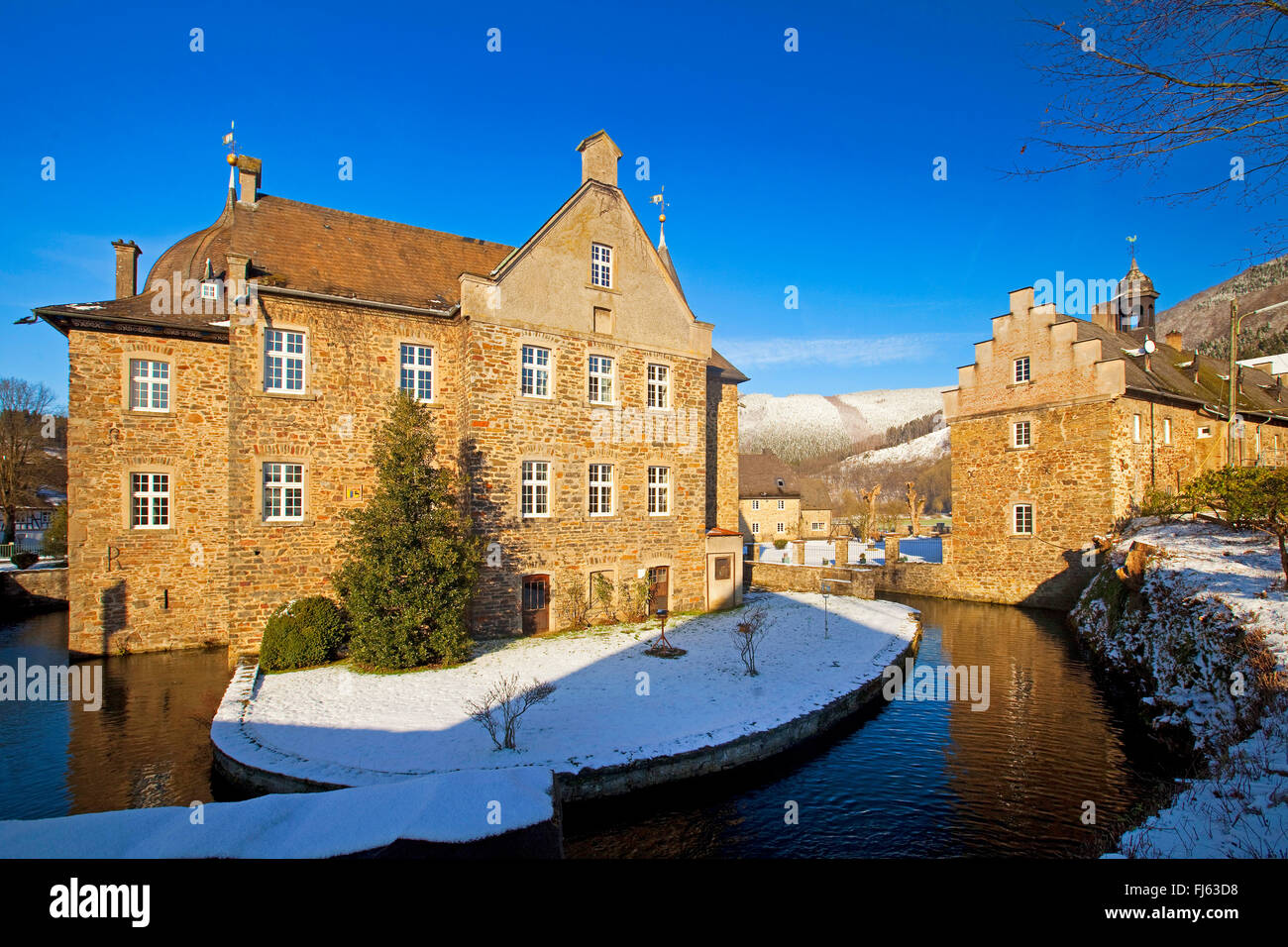 Castle Lenhausen in winter, Germany, North Rhine-Westphalia, Sauerland, Finnentrop - Stock Image
