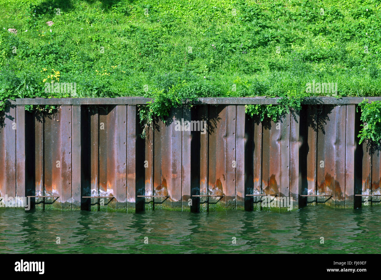 Rhine-Herne Canal with sheet piling, Germany, North Rhine-Westphalia, Ruhr Area, Essen - Stock Image