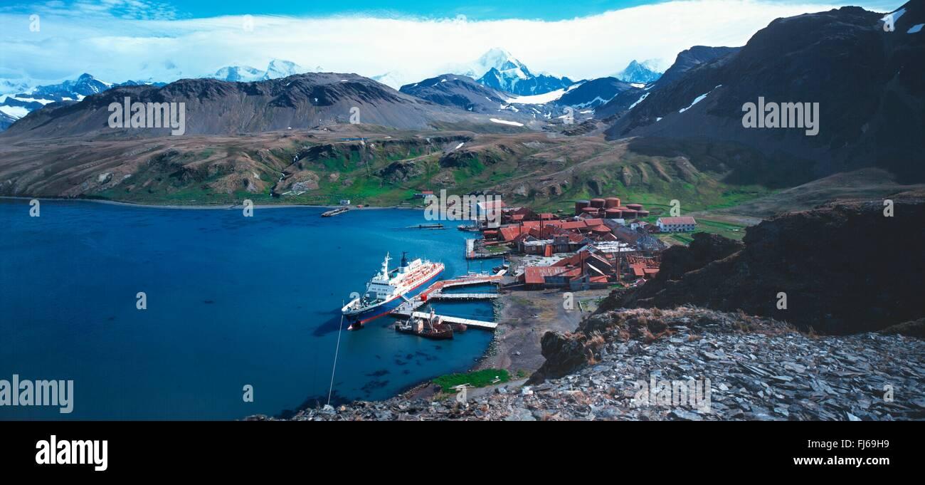 cruise ship Sea Adventurer at the pier of the whaling base Grytviken, Subantarctica, Suedgeorgien, Grytviken - Stock Image