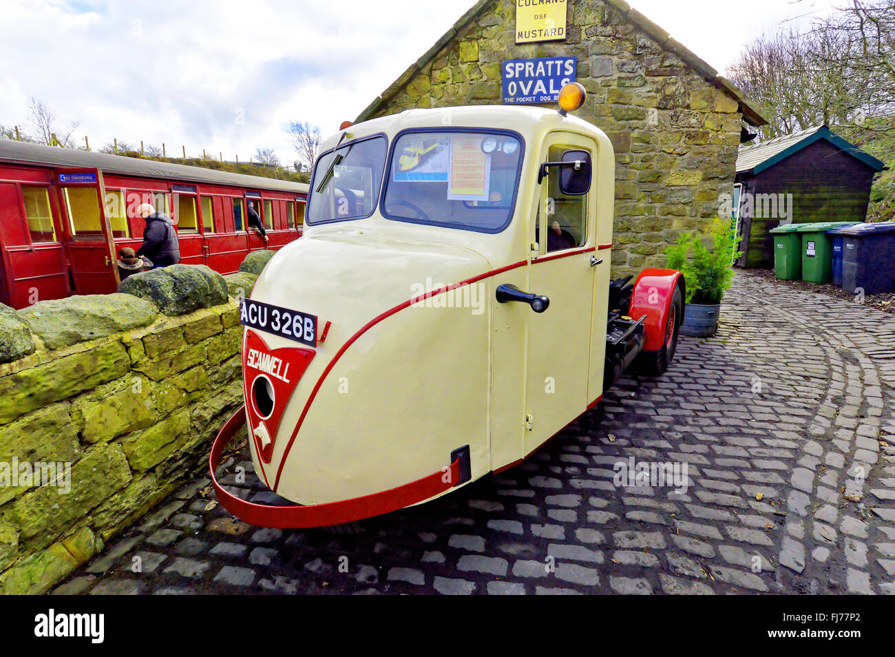 1964 Scammell Scarab three wheeler lorry at Tanfield Railway - Stock Image