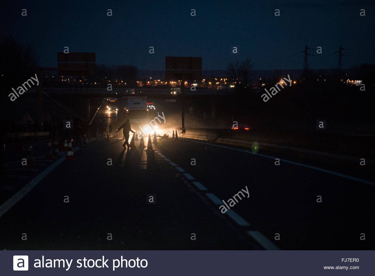 Calais, France. February 29th, 2016. Just-evicted refugees set fires in the street as authorities dismantle the - Stock Image