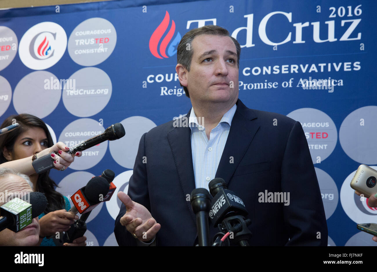 San Antonio, Texas USA. 29th February, 2016. Republican challenger Ted Cruz makes a final push with several Texas stops on the night before the Super Tuesday primaries.  Cruz appeared with former Texas Gov. Rick Perry and current Gov. Greg Abbott while speaking to about 1,000 supporters in north San Antonio. Credit:  Bob Daemmrich/Alamy Live News Stock Photo