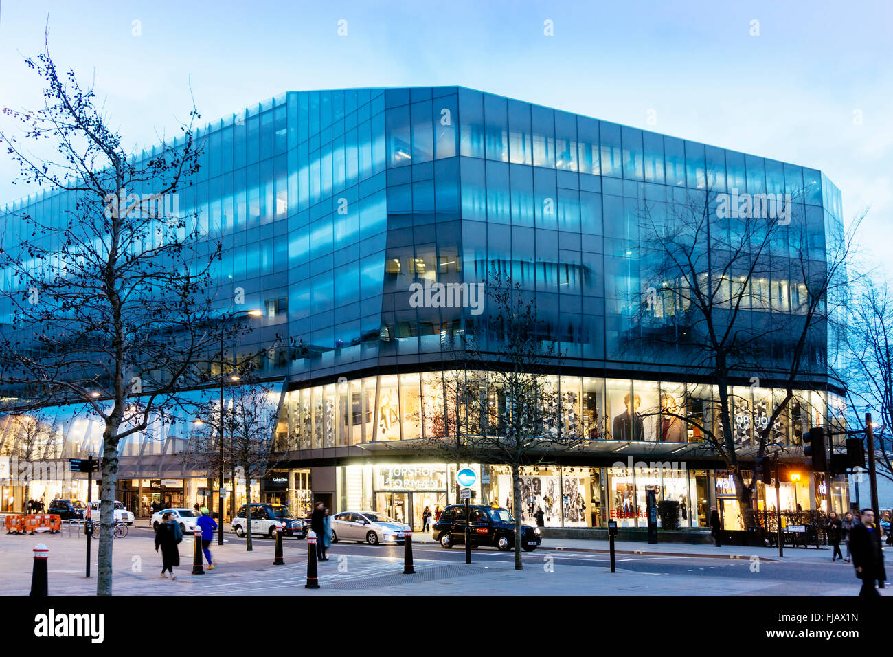 1 New Change shopping mall and offices, near St. Pauls in London bu Jean Nouvel architect with interiors by Tom - Stock Image