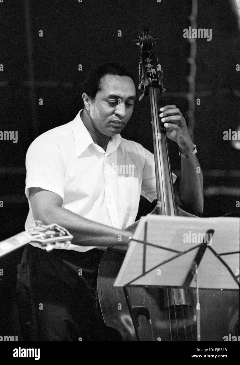 Reggie Johnson playing double bass at the Kool Jazz Festival in Stanhope, New Jersey, June 1982. - Stock Image